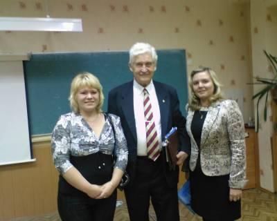 По центру - Разумовский В.В., слева - я, справа - Соколова Н.В.